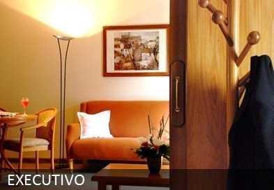 Apartamento Executivo - Equipados com frigobar, Ar Condicionado, TV a cabo NET Digital, dois ambientes, telefone, secador de cabelos, caba Box Spring e piso carpete.