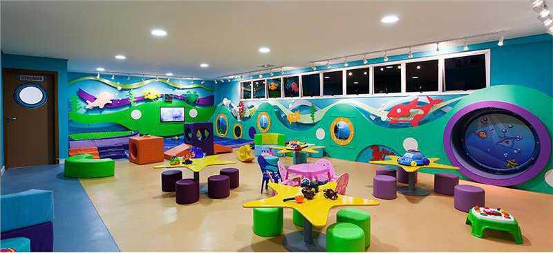 Um espaço totalmente dedicado para crianças de 0 a 3 anos. Os pequenos poderão brincar com o Peixe Fora D'água da Turma do Torí enquanto os papais se divertem com a nossa programação especial de lazer.