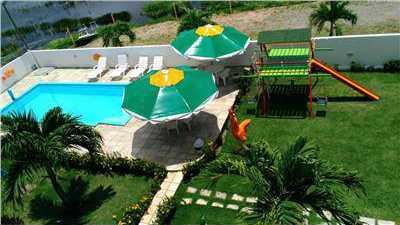 Vista do jardim e piscina