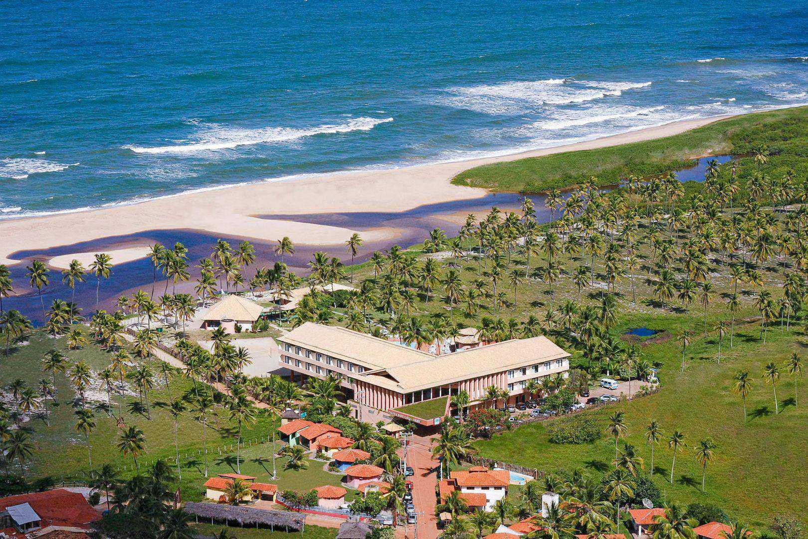 Resort em frente à Praia de Imbassaí.