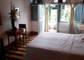Quarto comfort com vista para o jardim. Para 01 ou 02 pessoas (01 cama de casal ou 02 camas de solteiro).