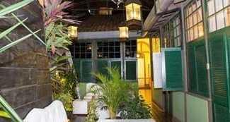 Jardim onde ficam localizados alguns quartos da categoria Comfort.