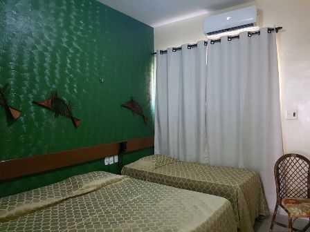 Apto Standart : com cama de casal +  solteiro, cortina blackout, ar condicionado split, wc privativo, decoração moderna.