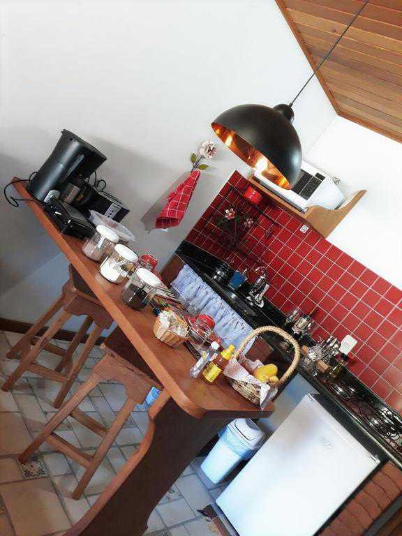 Mini cozinha com cooktop da suíte Gerânio